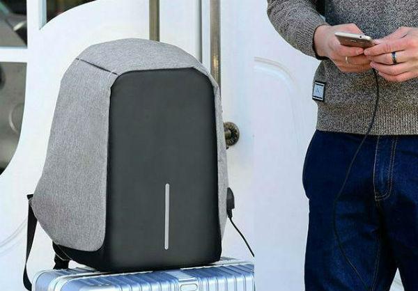 rivenditore all'ingrosso 1fcff 4dd11 Lo Zaino Anti-Furto con caricatore USB che tutti vogliono ...
